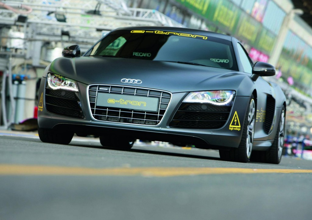2013 New Audi R8 E Tron Black Wallpaper