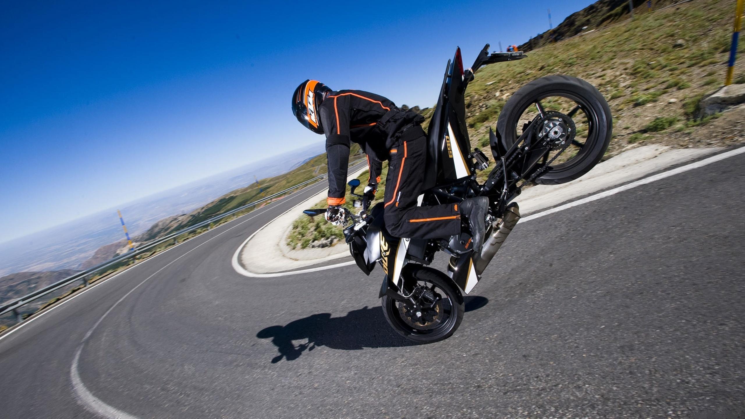 Download KTM 690 Duke Stoppie Bikes HD Wallpapers