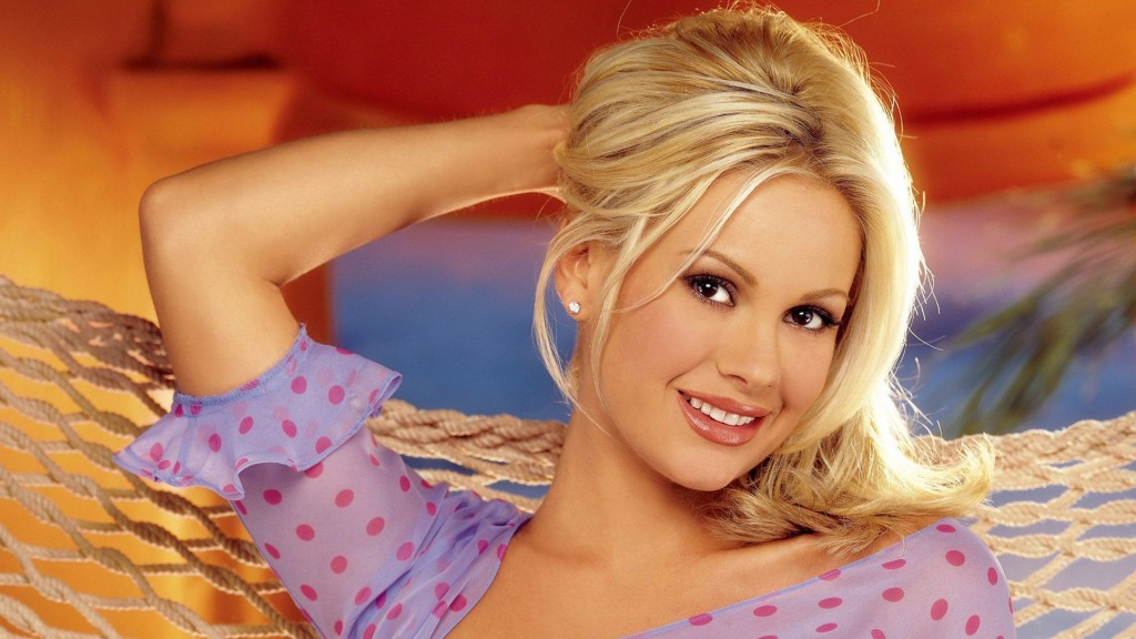 Blonde Beauty 2013 Wallpaper FOr desktop